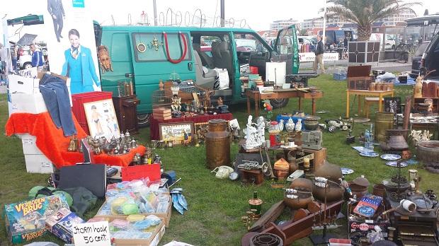 Hoek van Holland kofferbakmarkt busje