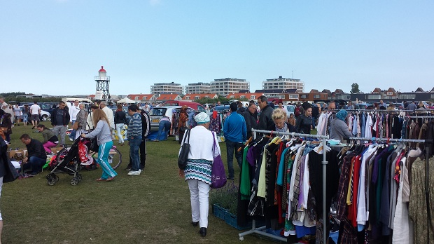 Hoek van Holland kofferbakmarkt kleding