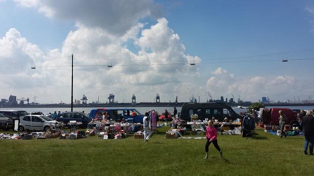 Hoek van Holland kofferbakmarkt veldje en haven