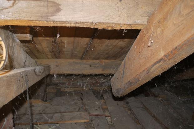 Onderduikers verborgen ruimte vloer