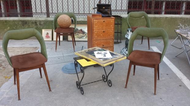 Parijs vlooienmarkt Vanves stoelen