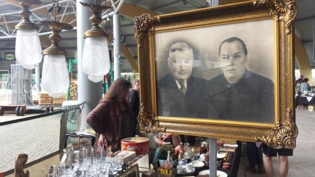 IJsbaan Haarlem rommelmarkt foto