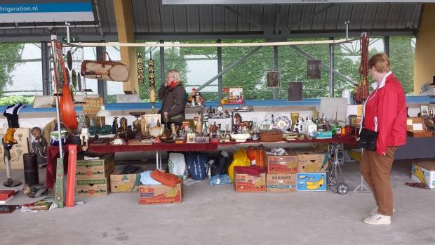 IJsbaan Haarlem rommelmarkt kraam 2