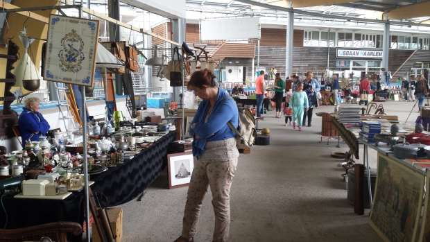 IJsbaan Haarlem rommelmarkt kraampjes