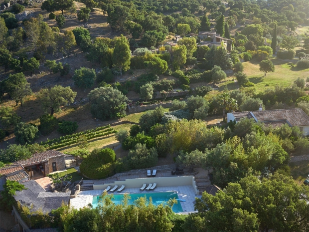 Johnny Depp dorpje te koop zwembad