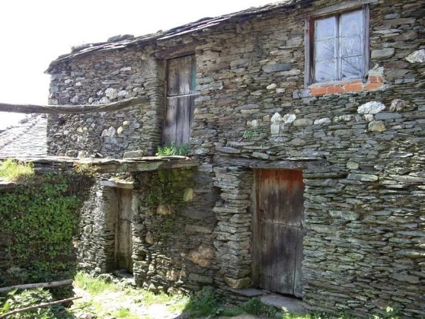 Leegstaand Spaans dorpje te koop