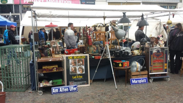 Keulen rommelmarkt kraam