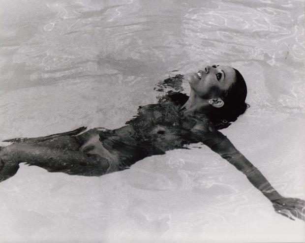 Joan Collins The Stud zwembad orgie