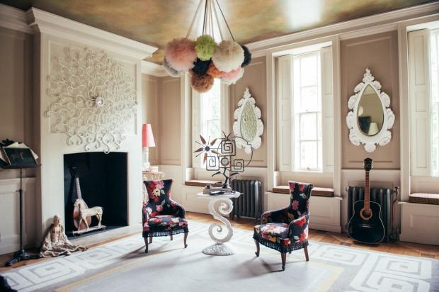 40 Winks hotel huiskamer stoelen vintage go with the vlo