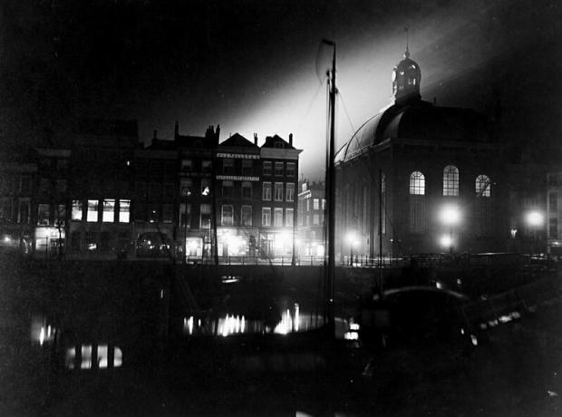 De Zuidblaak bij avond, met de Lutherse kerk van de Noordblaak af, uit het noorden gezien. 1910 Henri Berssenbrugge GAR go with the vlo