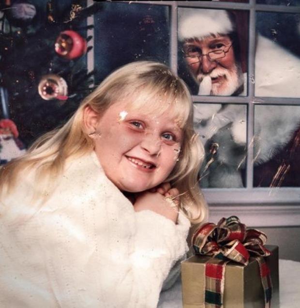 Enge kerstmannen raam griezelen horror