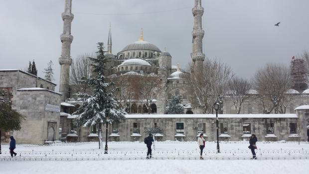 Istanbul sneeuw Blauwe Moskee mensen copyright Danny Post