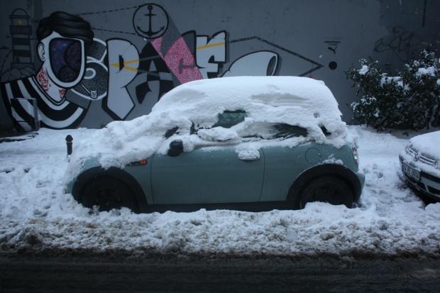 Istanbul sneeuw Cihangir auto sneeuw copyright Danny Post