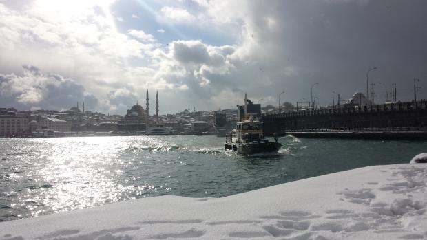 Istanbul sneeuw Gouden Hoorn bootje copyright Danny Post
