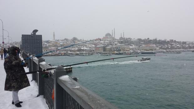 Istanbul sneeuw Gouden Hoorn visser copyright Danny Post