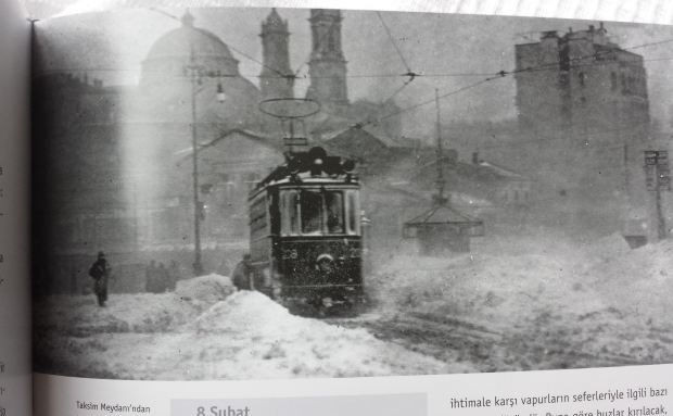 Istanbul sneeuw Taksim plein tram