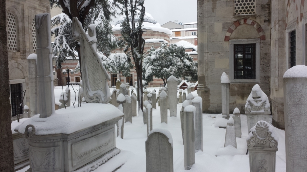 Istanbul sneeuw moskee begraafplaats copyright Danny Post