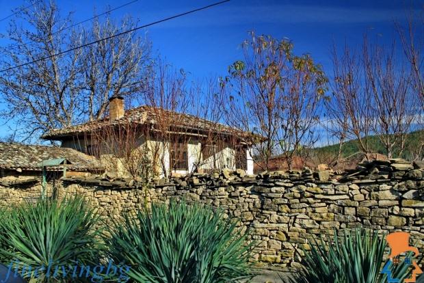 Opknappertje Bulgarije muur moestuin cottage go with the vlo