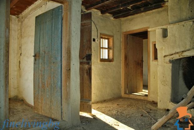 Opknappertje Bulgarije woonkamer haard interieur go with the vlo