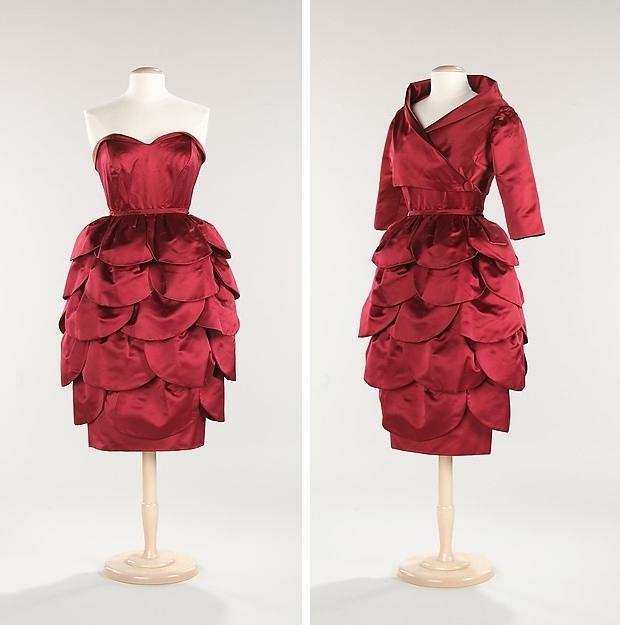 The Met Mainbocher jurken go with the vlo