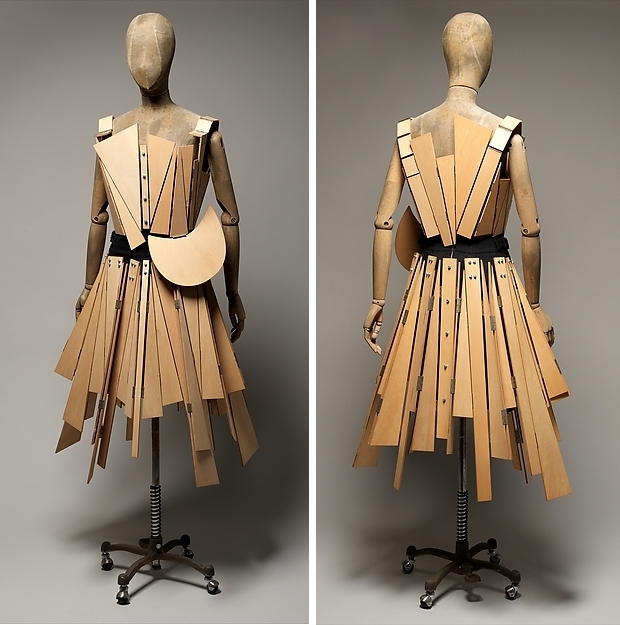 The Met Yohji Yamamoto jurken go with the vlo