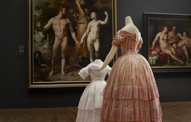 Catwalk expositie Rijksmuseum jurken go with the vlo