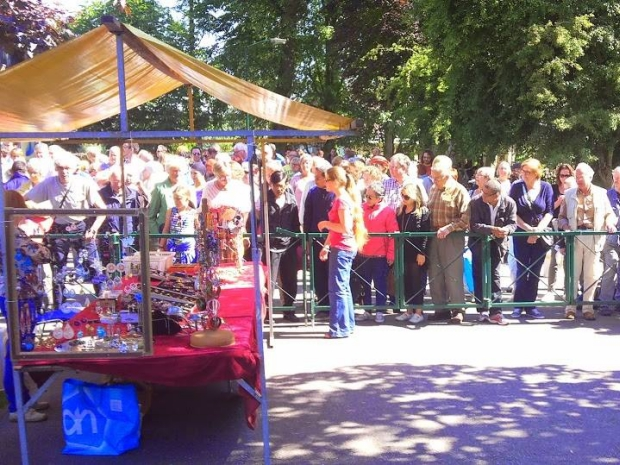 Emmaus Haarzuilens kringloop gekte tweedehands go with the vlo menigte