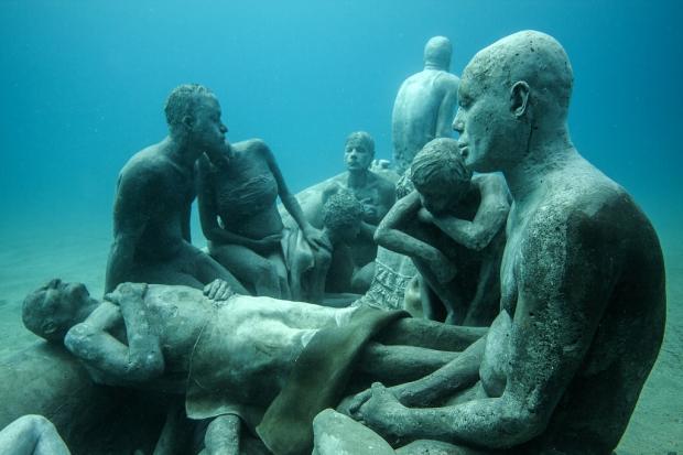 Onderwaterbeelden Museum Atlántico Jason deCaires Taylor Lampedusa go with the vlo