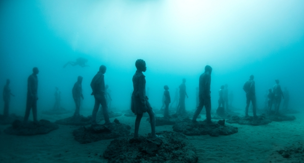 Onderwaterbeelden wandelaars Jason deCaires Taylor museum go with the vlo