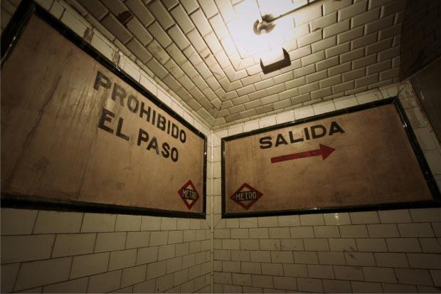 Madrid metrostation go with the vlo 13