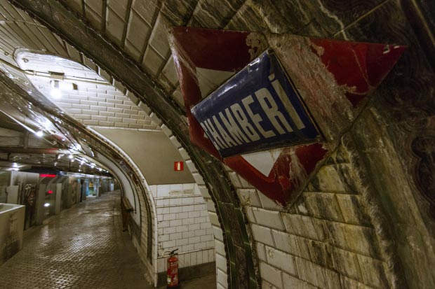 Madrid metrostation go with the vlo 15