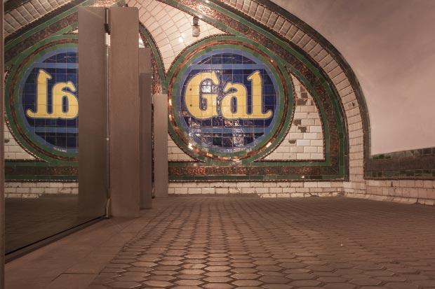Madrid metrostation go with the vlo 16