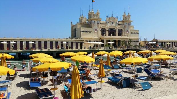 Mondello pier Italie Sicilie go with the vlo