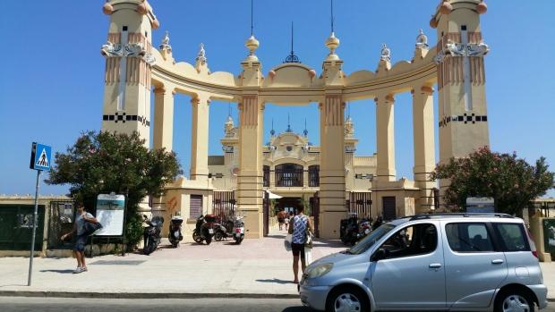 Mondello pier Sicilie entree go with the vlo