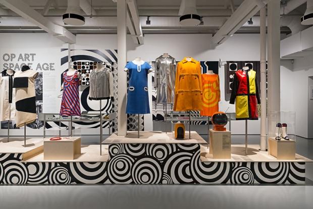 Pop Art tentoonstelling kleding go with the vlo