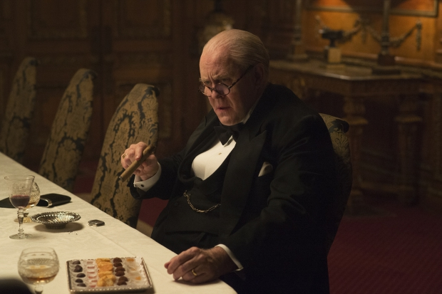 the-crown-winston-churchill-go-with-the-vlo