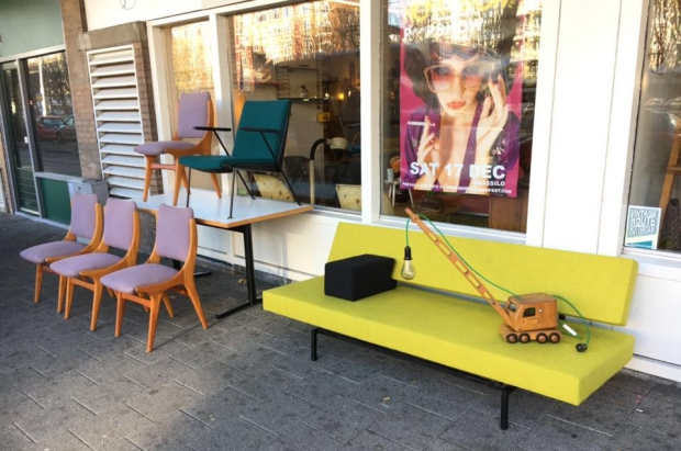 tonys-garage-sale-meubels-go-with-the-vlo