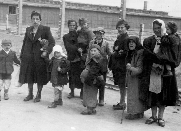 auschwitz-kamp-vrouwen-go-with-the-vlo
