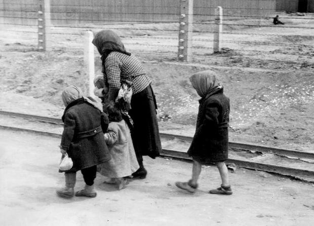 auschwitz-kinderen-gaskamer-go-with-the-vlo