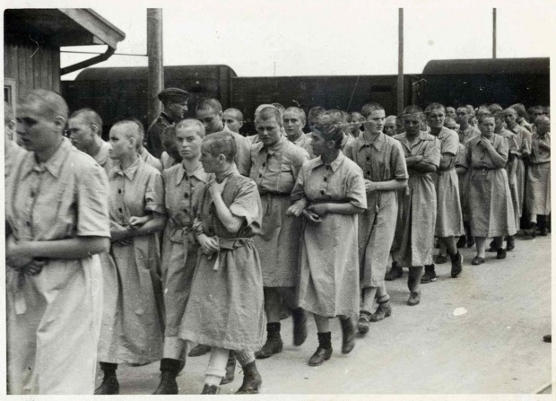 auschwitz-vrouwen-geschoren-go-with-the-vlo