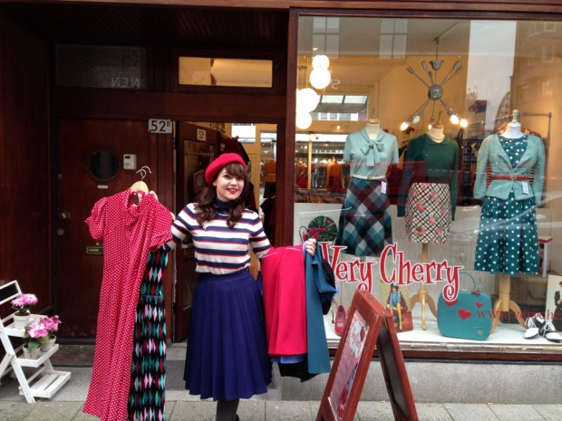 very-cherry-vintage-sale-retro-go-with-the-vlo