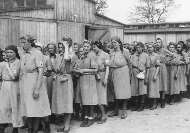 vrouwen-auschwitz-go-with-the-vlo-3