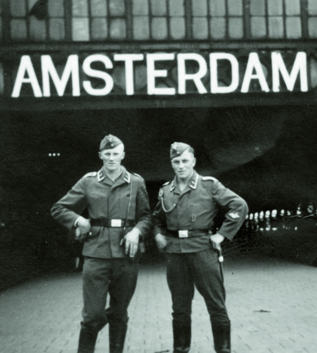 stad-in-oorlog-nazi-soldaten-amsterdam-go-with-the-vlo