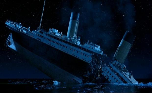 titanic-zinken-breekt-stukken-go-with-the-vlo