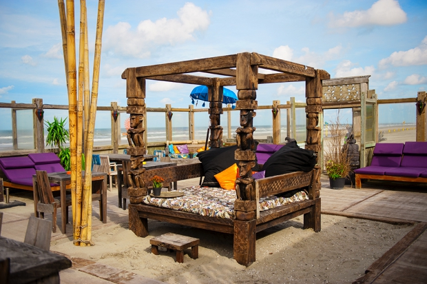 elements-beach-balinees-bed-go-with-the-vlo