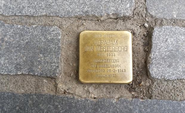 struikelsteen-auschwitz-abraham-van-westerborg-go-with-the-vlo