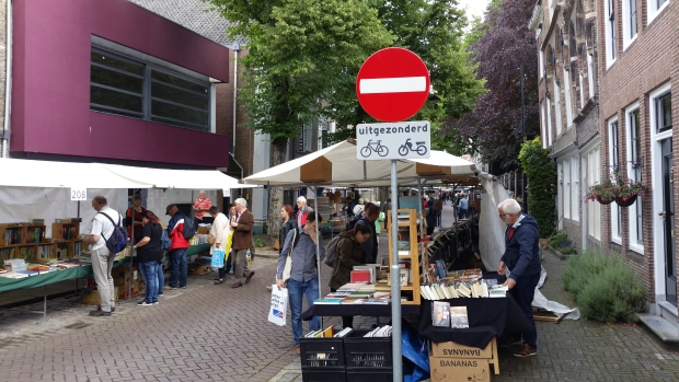 dordtse-boekenmarkt-kramen-go-with-the-vlo