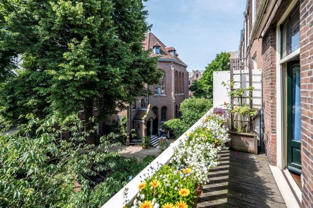 sarphatipark-huis-balkon-adjiedj-bakas-go-with-the-vlo