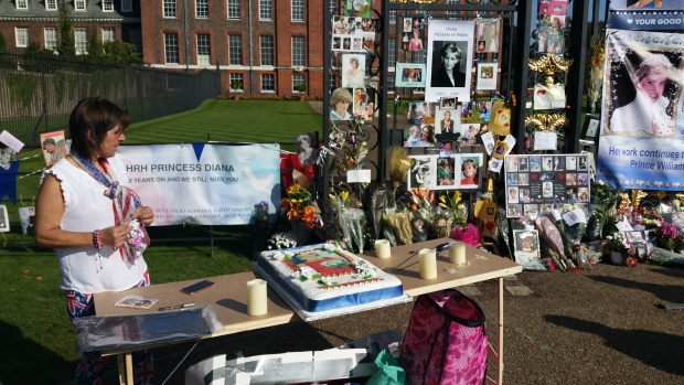 fans-diana-kensington-palace-taart-go-with-the-vlo