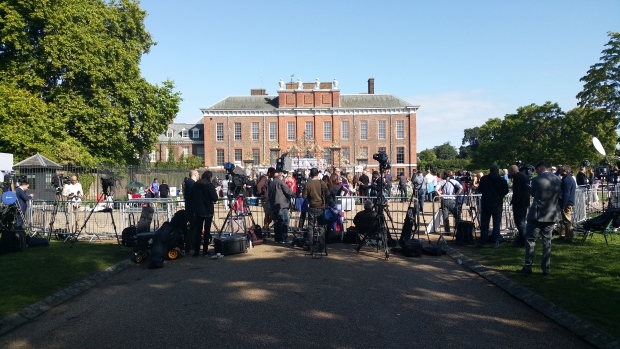 lady-diana-kensington-palace-herdenking-go-with-the-vlo